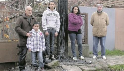 Apsurd: Pet porodica u mraku dok ne pronađu lopova