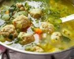 Стари рецепти југа Србије: Пилећа супа са кнедлама од гриза и пилеће џигерице