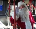 Deda Mraz iz gradskog autobusa