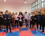 Боксерске рукавице на рукама градоначелнице, симболично борбени напредак - Сотировски и Боровчанин обишли нишке боксере