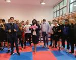 Bokserske rukavice na rukama gradonačelnice, simbolično borbeni napredak - Sotirovski i Borovčanin obišli niške boksere