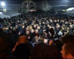 И нада и сузе и неверица: Више хиљада косовских Срба у маратонском разговору са Вучићем у Лапљем Селу код Приштине