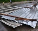 Nezapamćeno nevreme u Pirotu: Leteli krovovi u centru grada