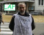 Након доласка представника више удружења новинара у Ниш, новинар Васић прекинуо штрајк глађу