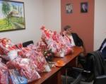 """""""Дунав осигурање"""" обезбедило новогодишње пакетиће за децу са посебним потребама у Блацу"""