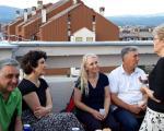 Дружење са сложним комшијама на тераси лепо уређене зграде у Нишу