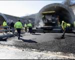 Koridori Srbije: Asfaltiranje desne cevi tunela Manajle