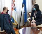 Kovačević, osoba sa invaliditetom koja širi optimizam širom sveta, posetio Niš