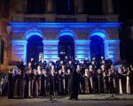 """Емоције и сеђање на стрељане ђаке - Концерт хора """"Бранко"""" испред Прве крагујевачке гимназије"""
