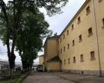 Затвореник хтео да скочи са зграде