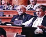 Народни човек Милија у народној ношњи у Скупштини Србије
