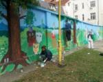 """Mladi iz """"Niš art fondacije"""" oslikali bajkoviti mural"""
