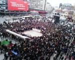 У Нишу хиљаде људи на протесту поводом убиства студента
