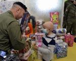 Niška Žandarmerija uručila paketiće malim pacijentima na Dečjoj klinici (VIDEO)
