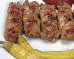 """Стари рецепти из Ниша: Традиционални нишки ћевапчићи за """"Филмске"""""""