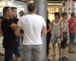Протест власника и радника локала у подземном