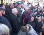 Протест бивших радника испред Градске куће