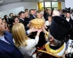 Селаковић ишао по славски колач и жито за славу СНС-а у Липовац