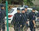 Приведено 15 навијача, полиција пуцала у ваздух