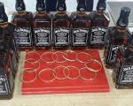Devize, viski i zlatne grivne ušivene u postavu...