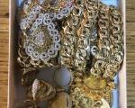 У аутобусу на прелазу Мердаре пронађене три кутије са златом