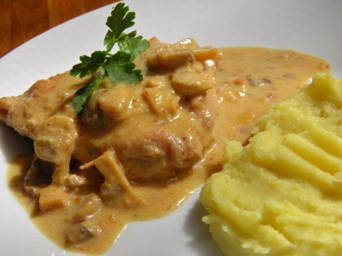Шницле у сосу од кајмака и павлаке, Фото: www.restoran-a2.rs