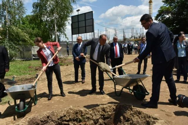 Брнабић положила камен темељац за нови део Електронског факултета