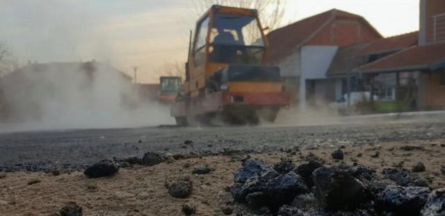 Nakon snega, rizle, soli, počela sanacija rupa na niškim ulicama