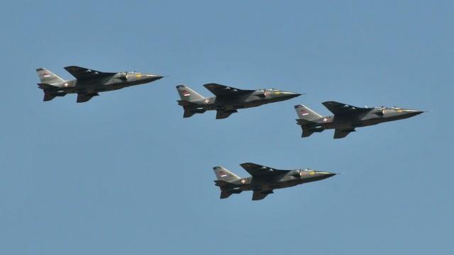 Војни авиони на небу изнад Ниша, као вежба за велику војну параду 24. марта