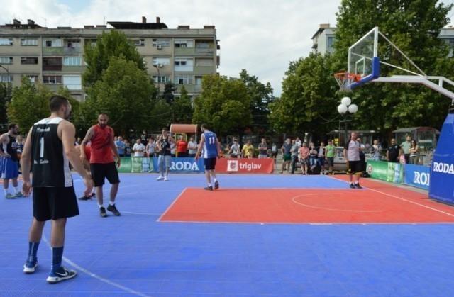 """У Лесковцу одржан турнир у баскету """"Играм за победу""""."""
