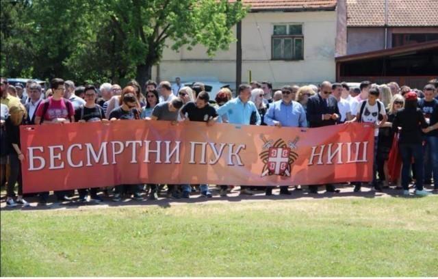 """Марш """"Бесмртног пука"""" са генералом Лазаревићем, поводом Дана победе"""