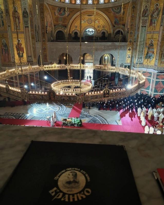 """Сахрањен патријарх Иринеј - Заупокојеној литургији и опелу саслуживао појањем хор """"Бранко"""" из Ниша"""
