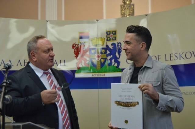 Познати музичар Жељко Јоксимовић, код градоначелника Лесковца