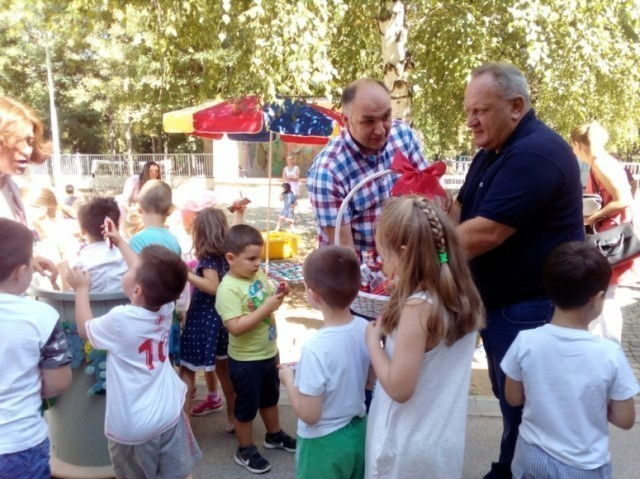 Sutra druženje gradonačelnika Cvetanovića sa mališanima u Leskovcu