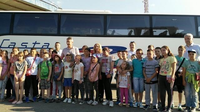 Vranjski učenici iz porodica slabijeg materijalnog stanja, krenuli besplatno na more u Crnu Goru