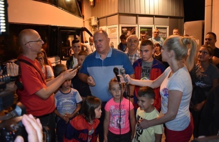 Deca iz leskovačkih hraniteljskih porodica otputovala u Grčku na more