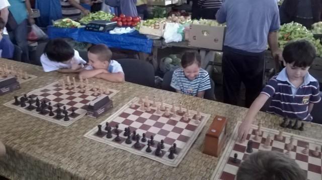 Леп гест Тржнице: Шаховски турнир за глуву и наглуву децу, поред лепоте мириса и укуса домаћих производа на Тврђавској пијаци