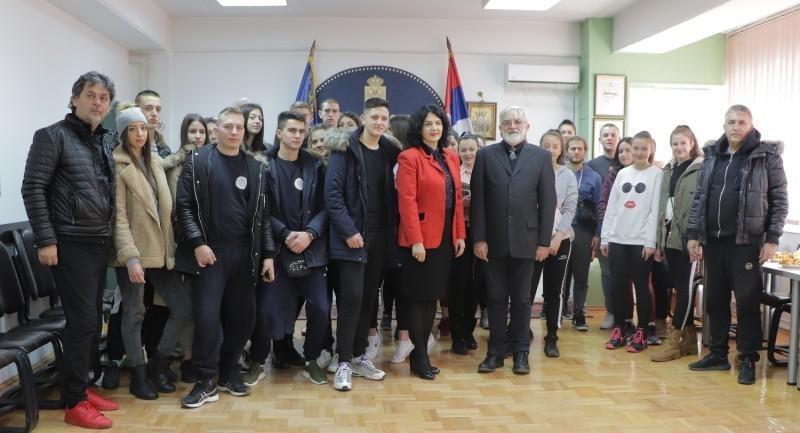 Роду у походе: Млади из дијаспоре гости Нишавског управног округа