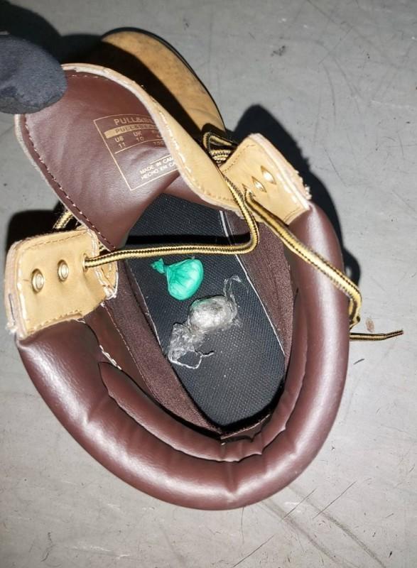Kesice droge među garderobom u donjem vešu i u cipelama na većini graničnih prelaza