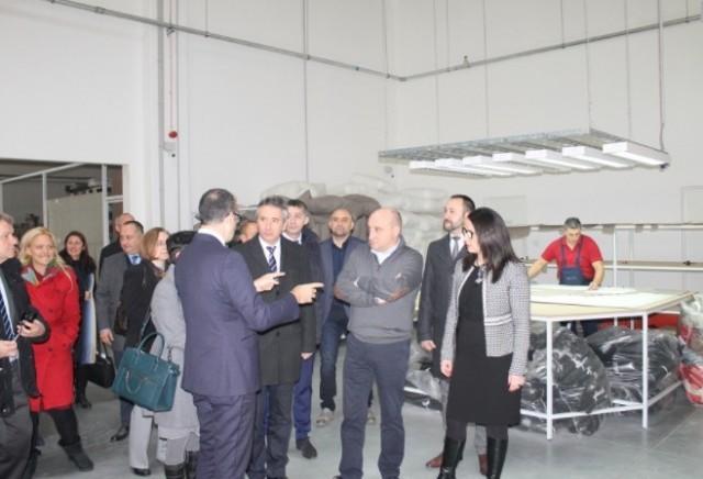 """Fabrici posetio Slobodnu zonu i fabriku """"Ditre Italia"""" u Vranju"""