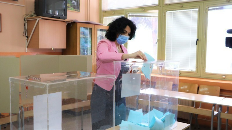 Начелница Сотировски гласала јутрос на бирачком месту број 19 у Нишу