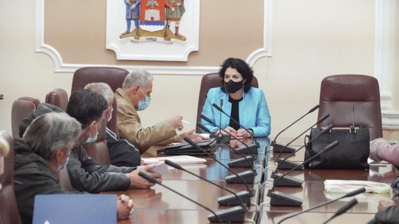 Stari nasleđeni problemi: Sotirovski spremna da posreduje nakon susreta sa radnicima propalih preduzeća