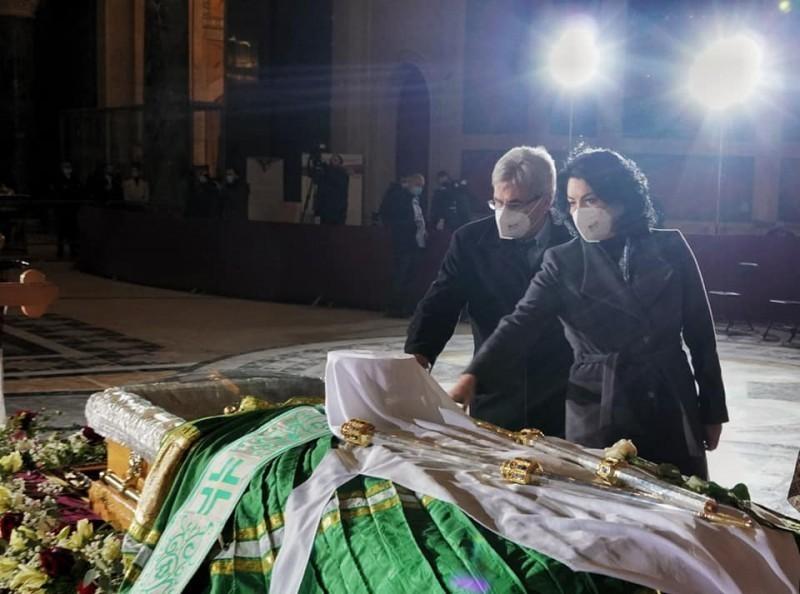 Градоначелница Ниша одала почаст патријарху Иринеју