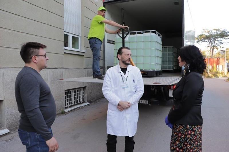 Солидарност на делу: Две тоне концентрата за дезинфекцију КЦ Ниш