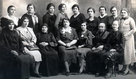 Ризиковала је свој и животе своје петоро деце: Мушка Марија (прва слева у доњем реду) Фото: Приватна архива