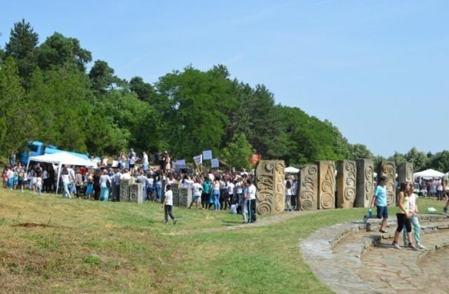 """У Лесковцу оджана манифестација """"Спомен парк 2018"""", поводом Међународног дана деце"""