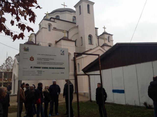 Владика Теодосије обишао храм у Дубочици крај Лесковца