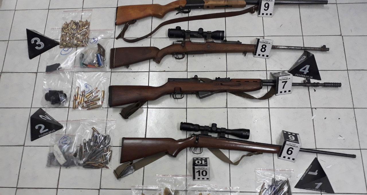 Ражањац продавао оружје, а у аутомобилу му пронађене пушке и муниција