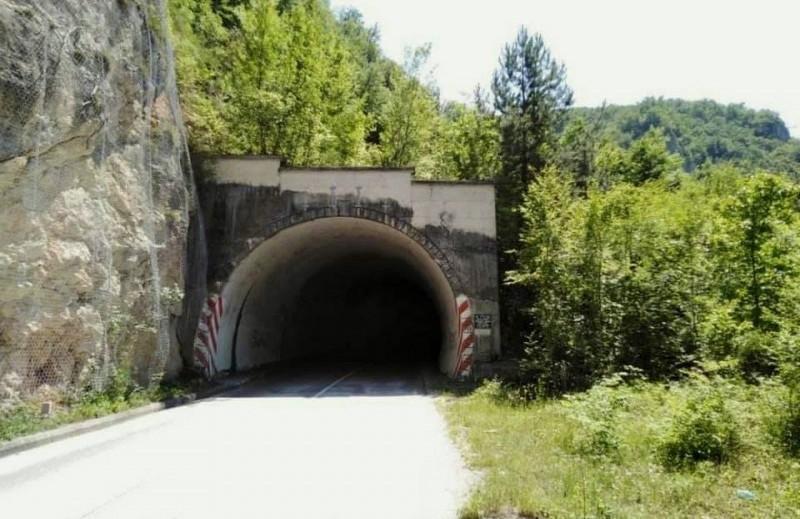 Прича о великом тунелу и великим и малим људима