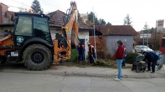 Заустављени радови на водоводу и канализацији због несавесно паркираних аутомобила у Куршумлији